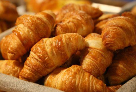 bread, croissant, morning-1284438.jpg